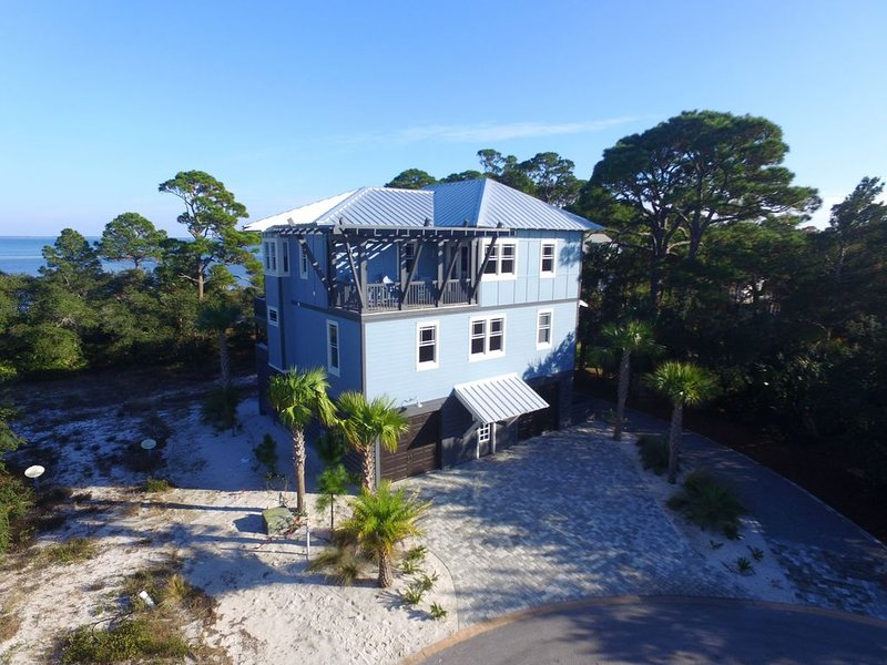 In Ovation, Gated w Gulf Pool, 4 Br,4 Bath -Sleeps 8 -Beautiful Clear Water, holiday rental in Port Saint Joe