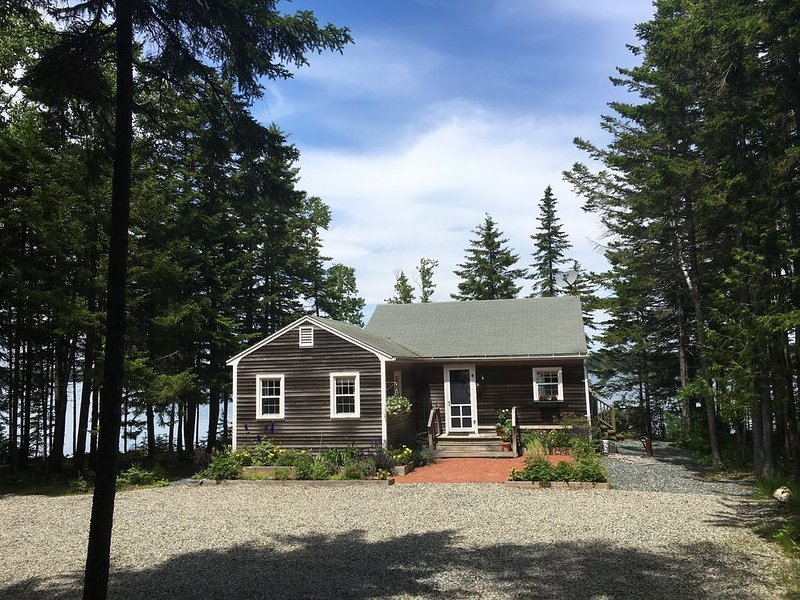 Cozy, private cottage on the water., holiday rental in Little Deer Isle
