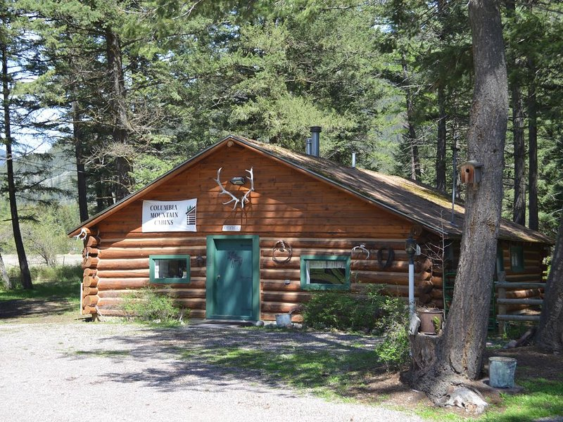 Willow Cabin at Columbia Mountain Ranch, vacation rental in Columbia Falls