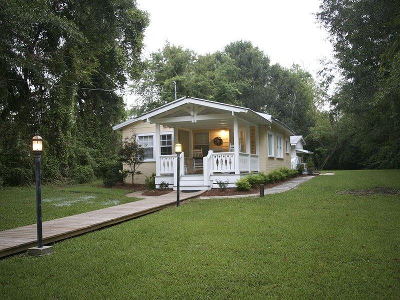 Located on the best street in Ocean Springs, holiday rental in Ocean Springs