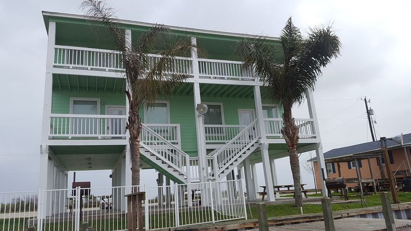 VM I- Cozy waterfront property.  Perfect for family getaways., location de vacances à Matagorda