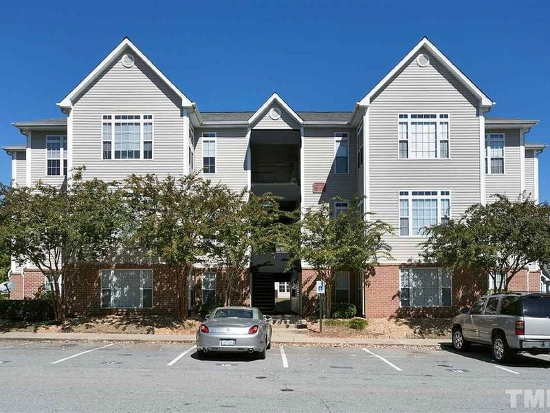 Business condo next to Raleigh Golf Course, holiday rental in Raleigh