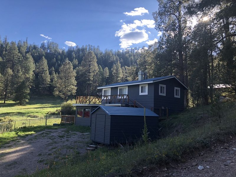 Adorable 3BR/2BA house in the heart of the Jemez Mountains(La Cueva Area), holiday rental in Jemez Springs