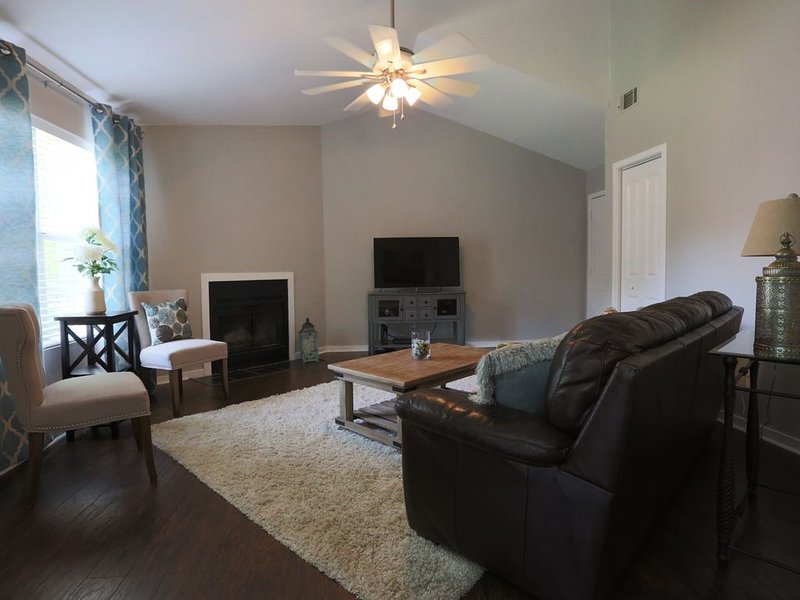 Fresh and Cozy- 2 bedrooms and 2 baths, location de vacances à North Charleston