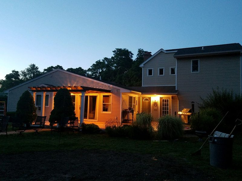 Family Getaway Vacation Home In Wine Country, holiday rental in Riverhead