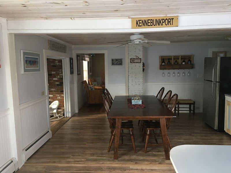 Beautiful & Immaculate 4 BR Beach House Close To Dock Square, holiday rental in Kennebunk