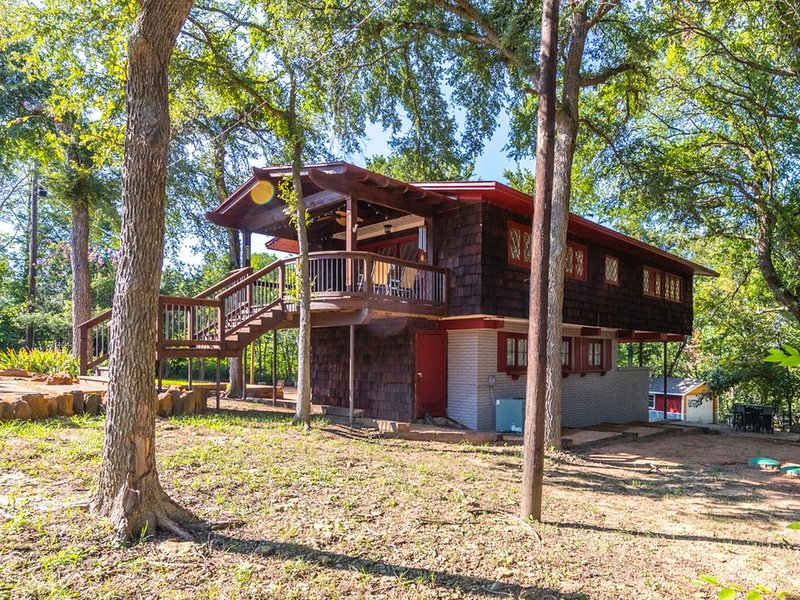 Treehouse In Tanglewood Hills, holiday rental in Denison