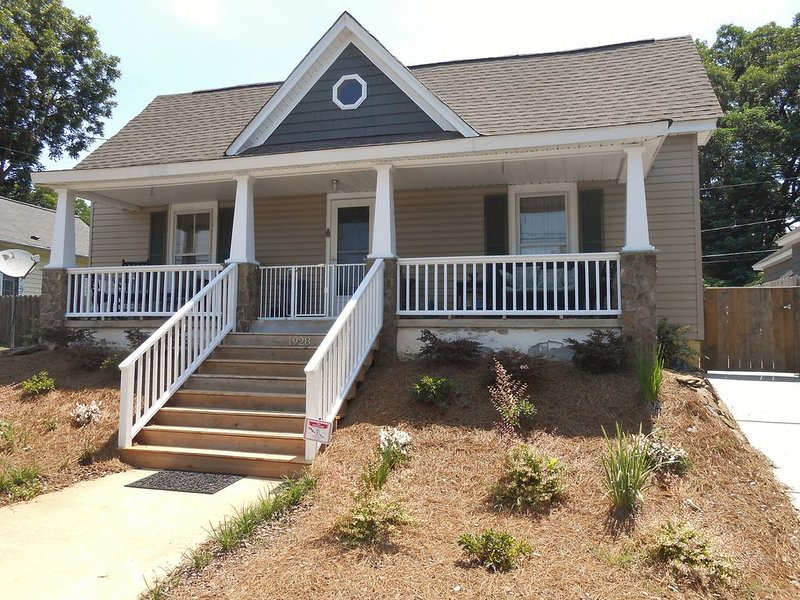 Charming renovated Bunglow, holiday rental in Greensboro