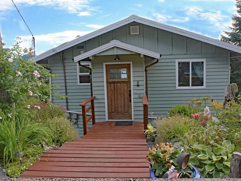Seaside Garden House Located Near The Marina., vacation rental in Ketchikan