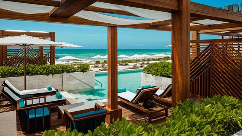 A Luxurious, 5-Star 2 Bedroom Suite w/ a Large Balcony and Ensuite Pool, vacation rental in Playa Paraiso