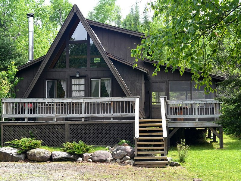 Fred's Cabin with Moose Lake Dock Access, casa vacanza a Ely