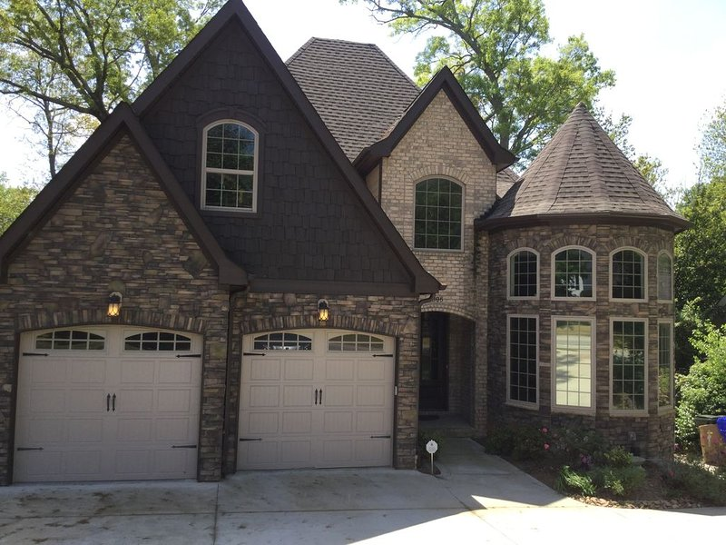 Large Newly Constructed Home Near Downtown, vacation rental in Greenville