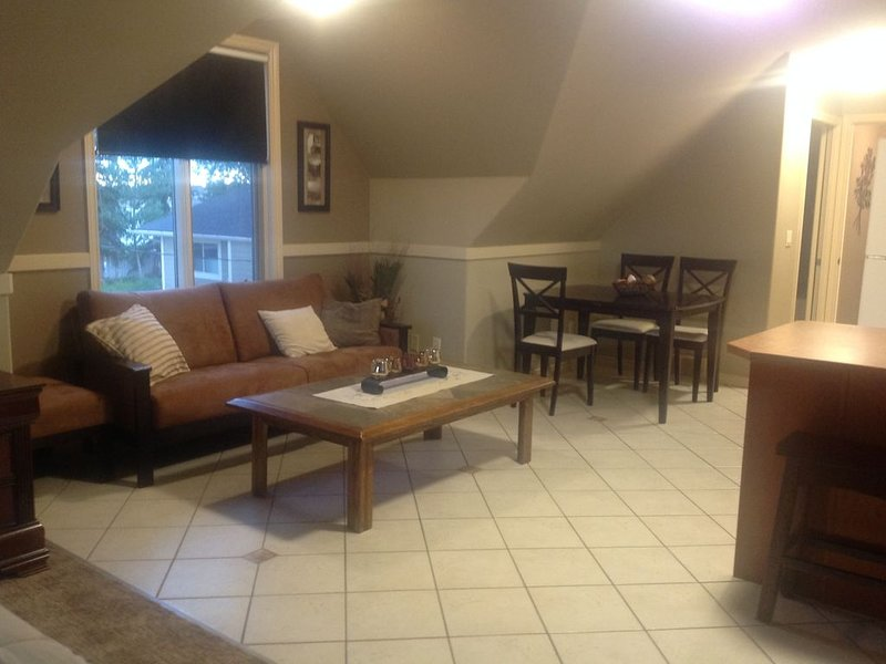 Lake Front Private Loft, holiday rental in Chestermere