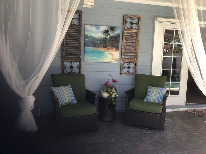 A Treasure Coast beach get-away with it's own entrance. (Pool/fire pit/patio), casa vacanza a Port Saint Lucie