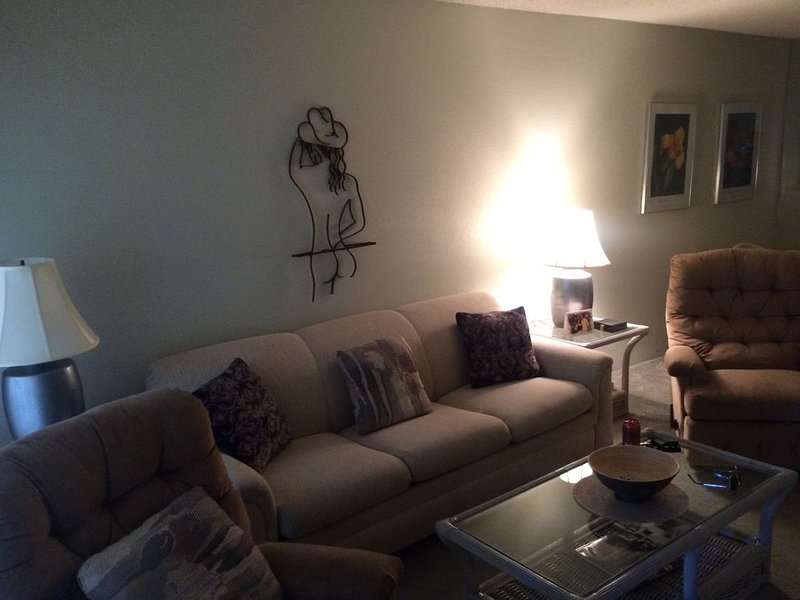 Fun in the Sun ! Palm springs Condo - Tennis - Pool, vacation rental in North Palm Springs