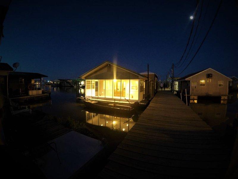 Houseboat ( 2br, 1ba) • Venice Marina, holiday rental in Empire