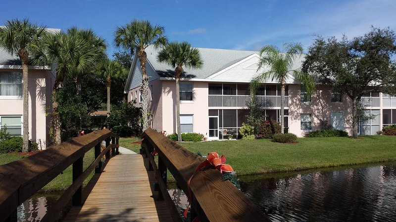 Naples, FL for Vacation Season or more, 2/2 Condo, holiday rental in North Naples