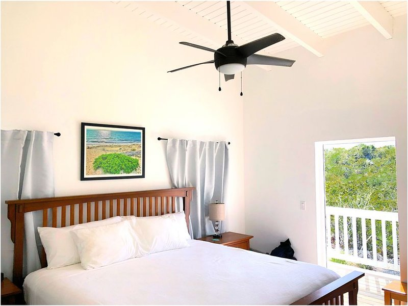 Private 2 BR Villa with Pool! Walk to Long Bay beach. Short drive to Grace Bay!, alquiler vacacional en Long Bay Beach