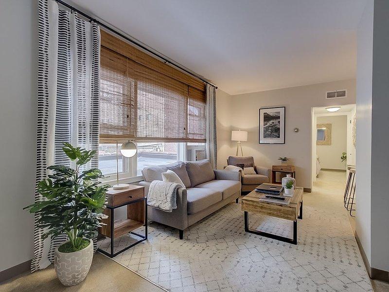 Comfortable east side Milwaukee apartment, alquiler de vacaciones en Cedarburg
