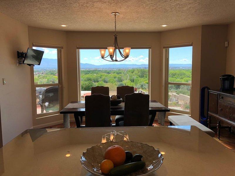 Coin cuisine salle à manger Superbes vues de toutes les fenêtres!