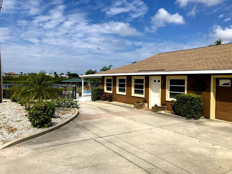 Beautiful home on the Intracoastal with short walk to the beach!, holiday rental in Laurel