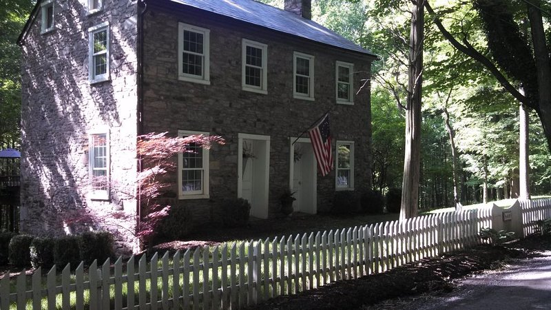 New Hope area Historical Bucks County Stone House circa 1732, alquiler vacacional en Upper Black Eddy