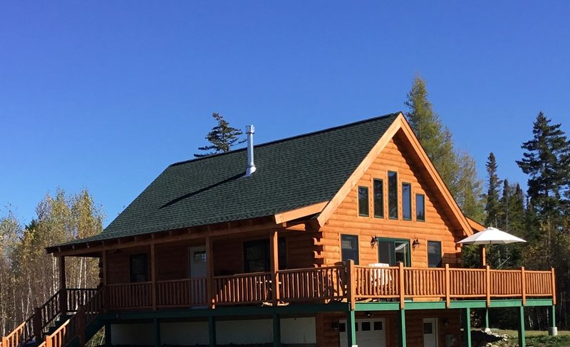 Brand New Log Home in Twin Mountain, 15 mins. to Bretton Woods and Cannon Mts., vacation rental in Whitefield