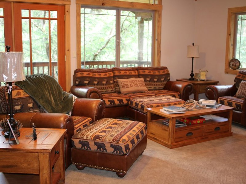 Cozy 3 Story Cabin - Near River and Lake, holiday rental in Lewiston