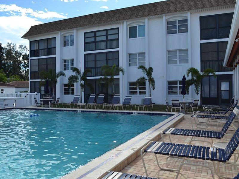 Siesta Key Condo / Walk to the Beach / Heated Pool, casa vacanza a Gulf Gate Estates