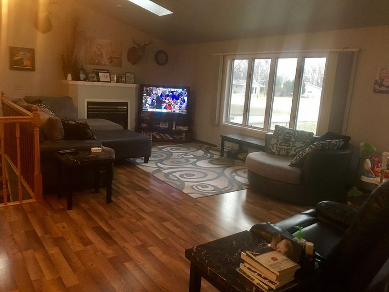 Only 2 miles from the EAA grounds! Entire residence for rent for the week., vacation rental in Oshkosh