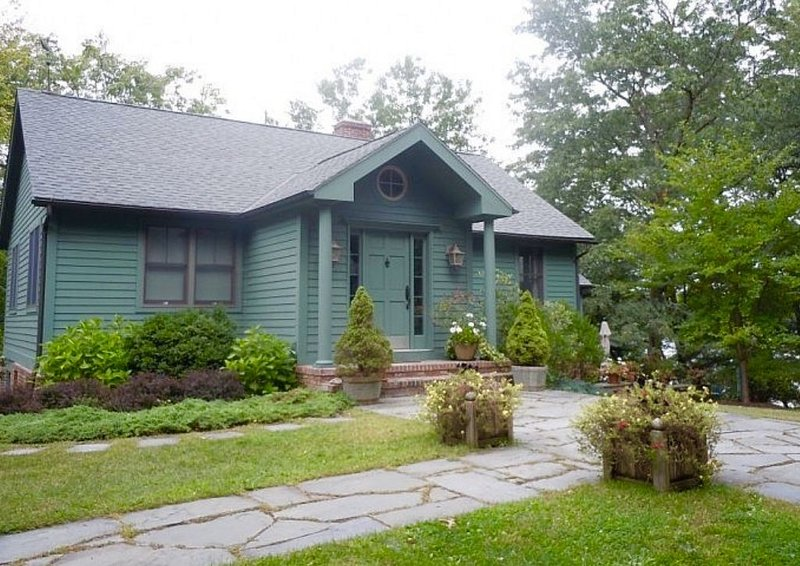 Lakefront Home in Hudson Valley Dutchess County, Pine Plains, New York, holiday rental in Bangall