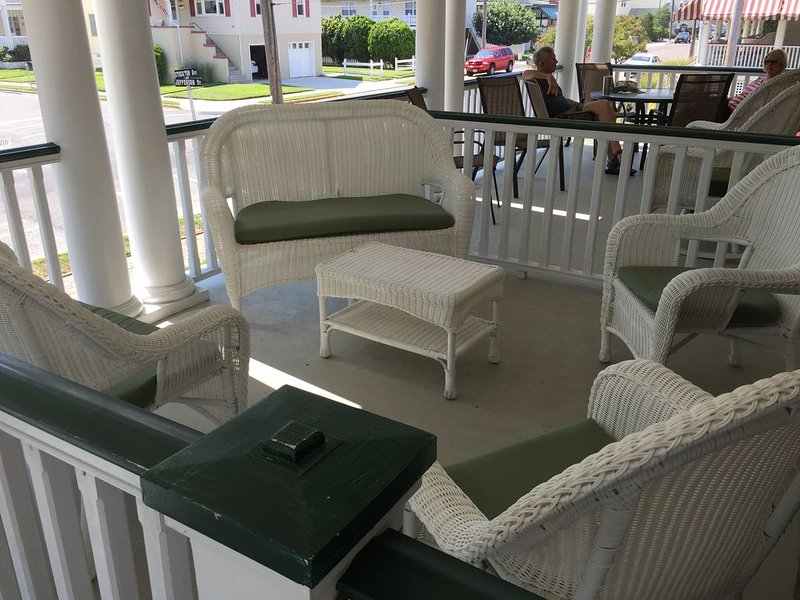 Serenity by the Sea - Sleeps 8 - 1 block from the beach!, vacation rental in Cape May