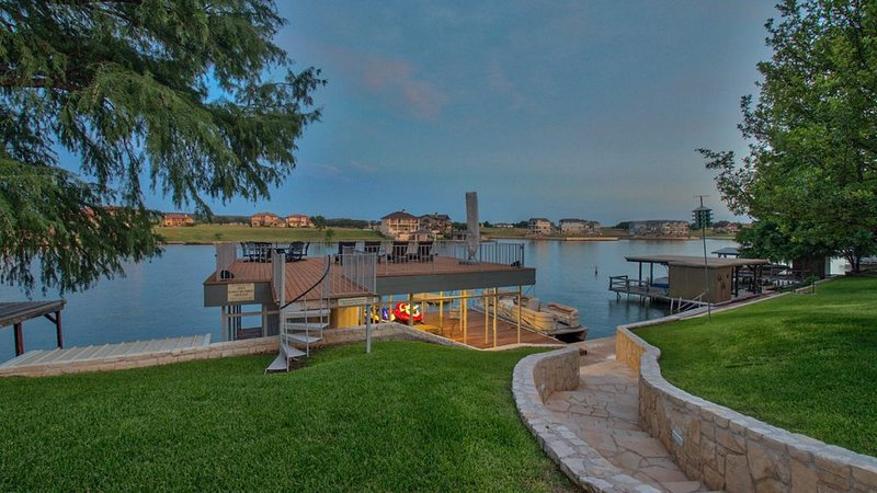 LAKE LBJ Waterfront Home with Guest Cottage and Large 2 Story Dock, holiday rental in Kingsland