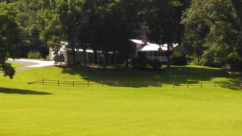 The Lodge At Rocky Pass, Ferienwohnung in Morganton