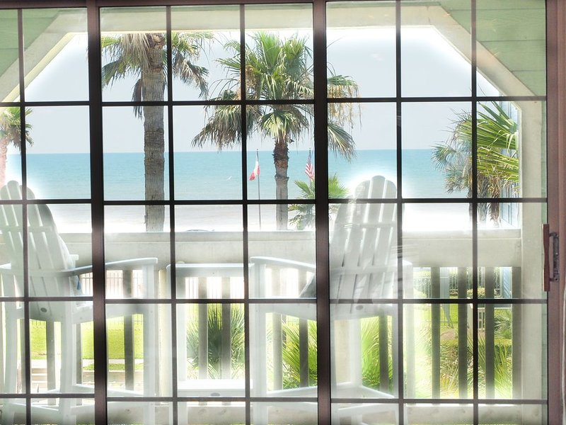 Spectacular beach view Condo at Babe's beach in resort style 'The Dawn' Complex, holiday rental in Galveston Island