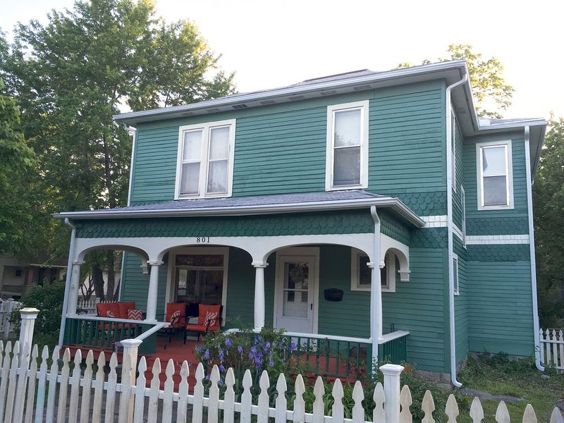 The Green House-Entire 3 Bedroom, located Minutes From Downtown Emporia And ESU, location de vacances à Cottonwood Falls