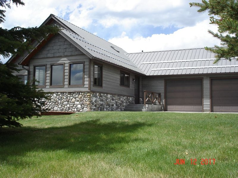 Property Close To The Wind River Range Of Wyoming!, holiday rental in Cora