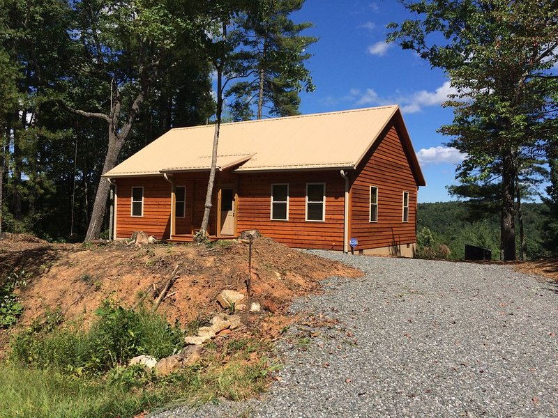 Deerly Blessed Cabin Near Boone, holiday rental in Hays