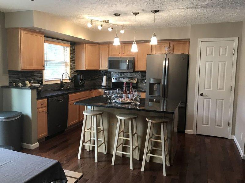 A Quiet Country Getaway sleeps up to 23, aluguéis de temporada em Ingham County