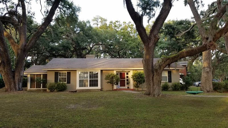 Home sweet home under the oaks, casa vacanza a Kathleen
