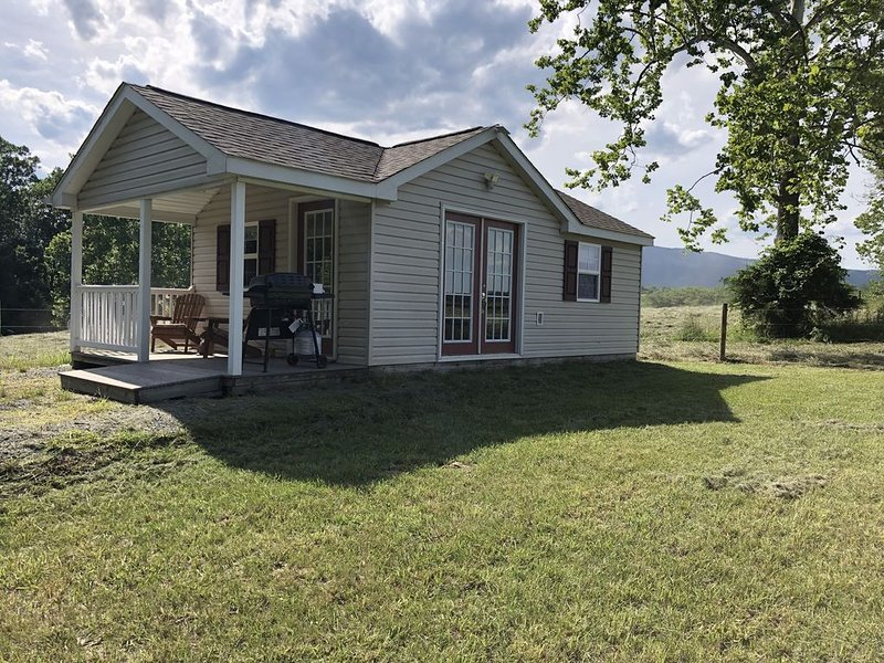 Rivergreen Cottage-'Off The Grid'-WALK TO RIVER!!, holiday rental in Elkton