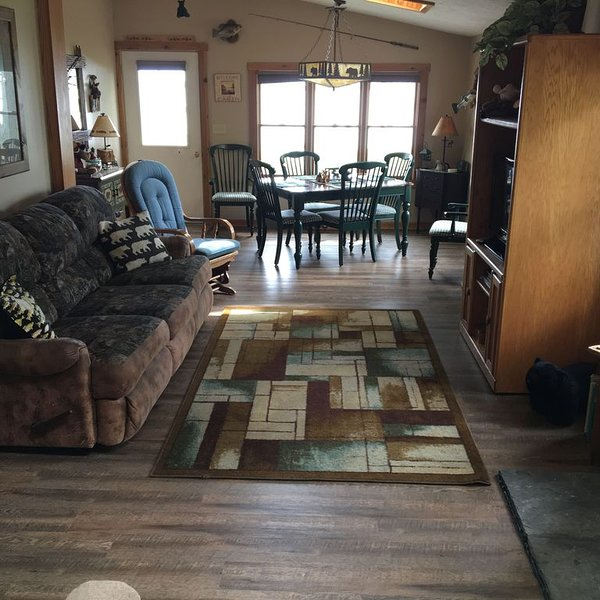 Cozy Cottage on Beautiful 1744 Acre All Sports Lake, vacation rental in Kaleva