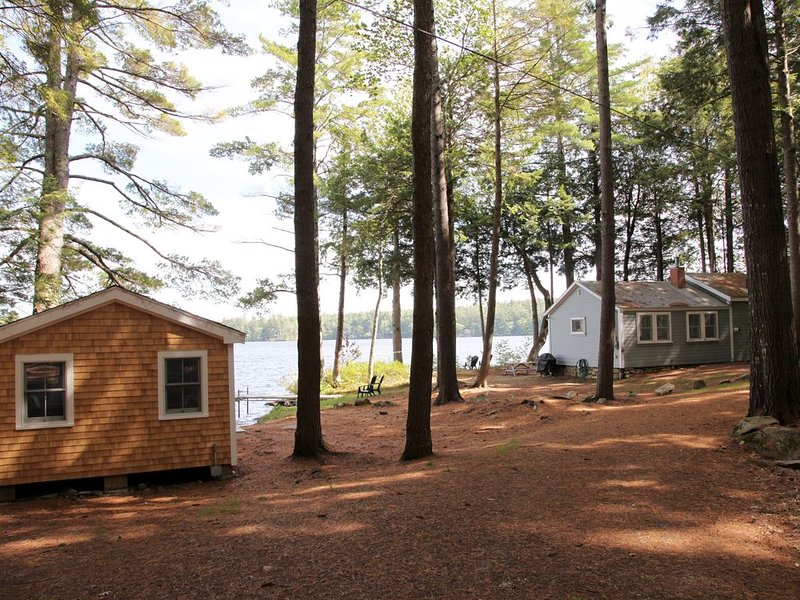 Tranquil Lakeside Cabin, holiday rental in Searsmont