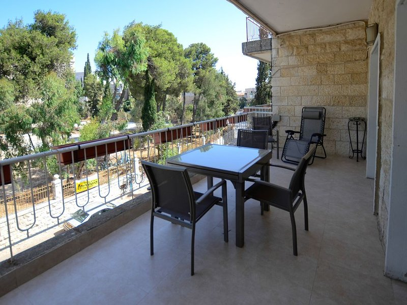 Central Jerusalem kosher 2 Bedroom Vacation Apartment. Free parking. Super safe, vacation rental in Jerusalem