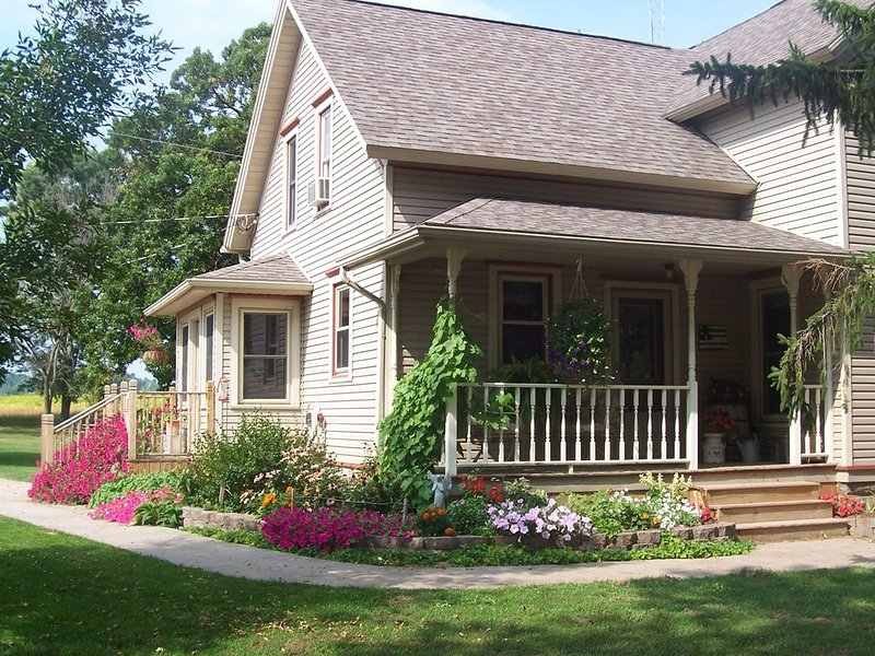 A beautiful country setting for you to enjoy, relax and unwind, vacation rental in Reedsburg