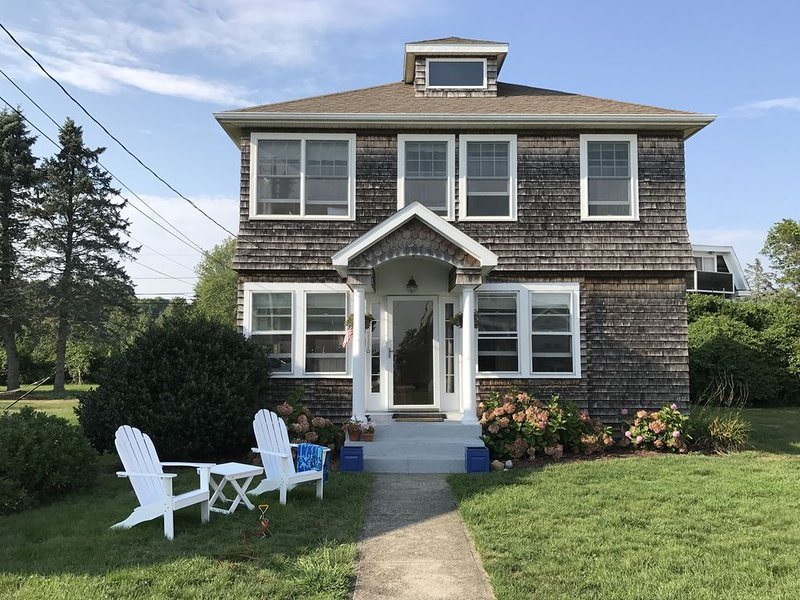 Charming, Year-Round  Beach House on Connecticut Shore. Relax and Explore!, alquiler vacacional en Groton