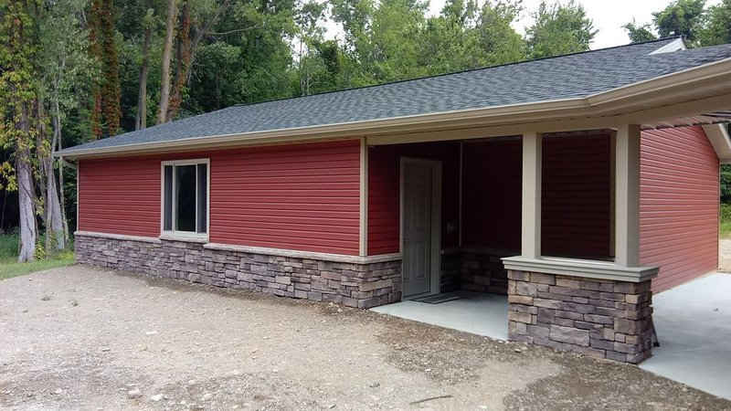 Fishermen/Outdoorsmen - Cabin near Elk Creek/Lake Erie PA, sleeps 6., alquiler de vacaciones en Erie