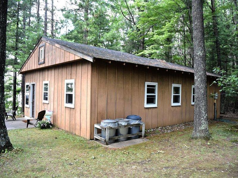 Lakeside 1 Bedroom Cabin, Sleeps 4+, location de vacances à Rhinelander