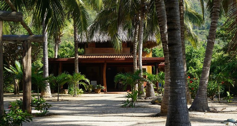 Tropical, oceanfront, Troncones Beach Casa, perfect for a vacation in Paradise!, holiday rental in Troncones