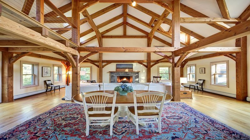Beautiful Post and Beam. Built in 2013. Sleeps 6-8, holiday rental in Edgartown